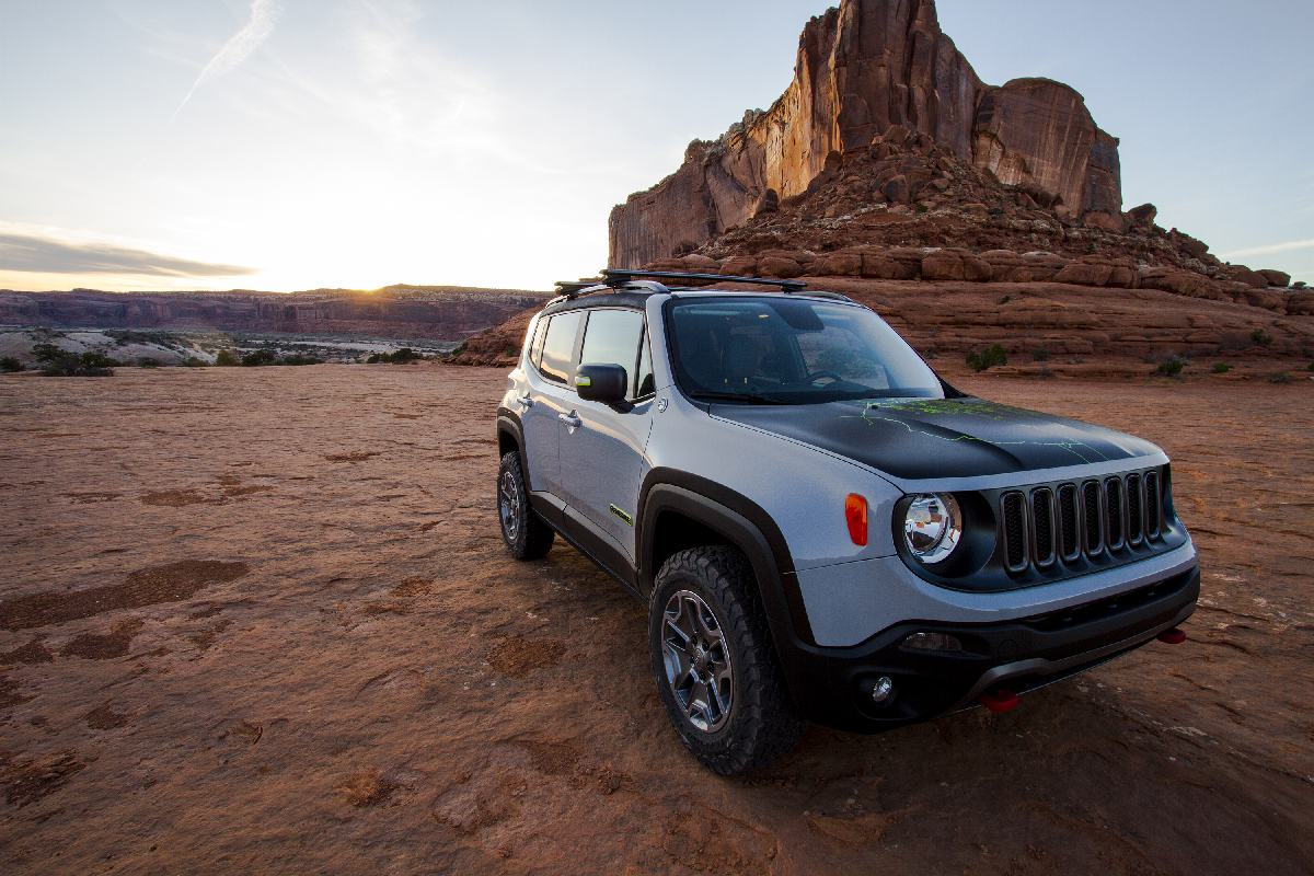 2016 concepts jeep renegade commander jeeplopedia. Black Bedroom Furniture Sets. Home Design Ideas